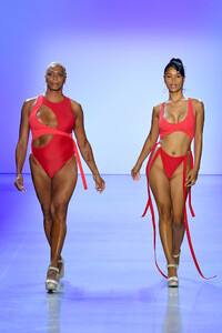 Chromat+Spring+Summer+2020+New+York+Fashion+zAxGBaxiZ5gx.jpg
