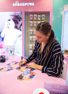 Maria+Sharapova+Meet+Greet+Candylicious+lfH4rVWBdzAx.jpg