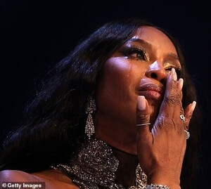 21736368-7747873-Emotional_Naomi_broke_down_in_tears_during_her_acceptance_speech-m-57_1575331461790.jpg