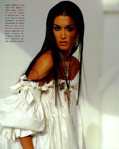 Chin_Vogue_Italia_March_1991_01.thumb.png.5f45b1c883593d6d95c84a99339df49c.png