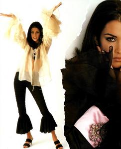Chin_Vogue_Italia_March_1991_08.thumb.png.ff4d3e541e74ca3aedbab9039776615e.png