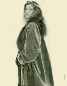 Davies_Ixia_Promotional_Vogue_Italia_July_August_1988_05.thumb.png.6a661e5b415b1a5406c5dbca6f585a50.png