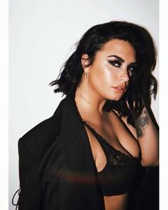 Demi-Lovato-by-Angelo-Kritikos-Photoshoot-2019-adds-02.thumb.jpg.94dff2e16380ba0f68f04a8ad7248e91.jpg