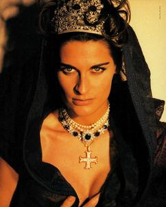 Maser_Vogue_Italia_February_1991_05.thumb.png.f8419e909f12b010329fceb3cf53dce2.png
