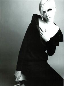 Saikusa_Vogue_Italia_September_1995_03.thumb.jpg.ff7e27c21829c9d72ba0e5df080fed40.jpg
