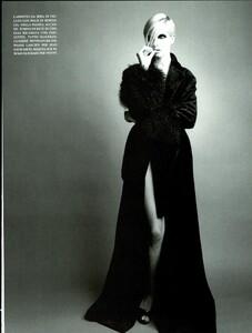Saikusa_Vogue_Italia_September_1995_06.thumb.jpg.4d80d236288a1ce828b81ab419031e43.jpg