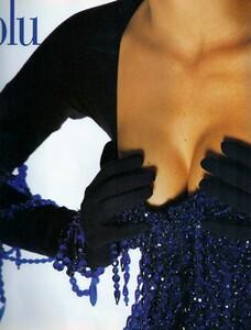 italia_vogue_october_1990_21.thumb.jpg.466fdec9debb3dedb30b637b97391fde.jpg