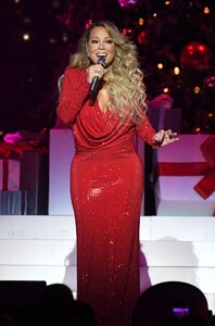 mariah-carey-all-i-want-for-christmas-is-you-in-nyc-12-15-2019-0.jpg