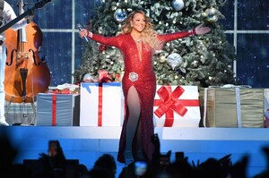mariah-carey-all-i-want-for-christmas-is-you-in-nyc-12-15-2019-1.jpg