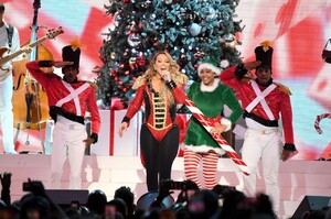 mariah-carey-all-i-want-for-christmas-is-you-in-nyc-12-15-2019-10.jpg