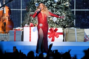 mariah-carey-all-i-want-for-christmas-is-you-in-nyc-12-15-2019-2.jpg