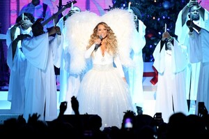 mariah-carey-all-i-want-for-christmas-is-you-in-nyc-12-15-2019-4.jpg