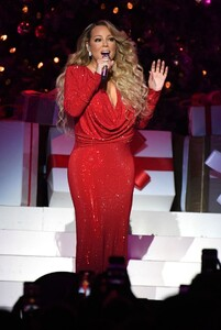 mariah-carey-all-i-want-for-christmas-is-you-in-nyc-12-15-2019-7.jpg