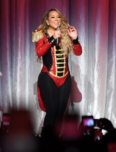 mariah-carey-all-i-want-for-christmas-is-you-in-nyc-12-15-2019-8.jpg