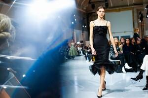 Alexandre-Vauthier-Haute-Couture-SS20-Paris-29405-1579626020.thumb.jpg.024df2c320bc8bf5cc9a000f5fbf3d7b.jpg
