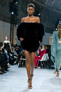 Alexandre-Vauthier-Haute-Couture-SS20-Paris-9686-1579626262.thumb.jpg.22b5b4376566b2e3d1a56720f0fc58b0.jpg
