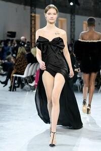 Alexandre-Vauthier-Haute-Couture-SS20-Paris-9695.thumb.jpg.b033c12542cdfa2b8f6aebec44d645a1.jpg