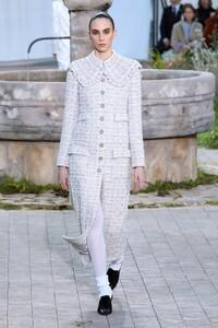 Chanel-Haute-Couture-SS20-Paris-2244-1579602178.thumb.jpg.e273fcaa1fb070a4ae8457ca47597a7f.jpg