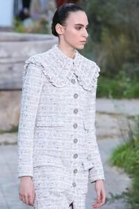 Chanel-Haute-Couture-SS20-Paris-2245-1579602181.thumb.jpg.90ffb12ea9bb224098775abbafe58aeb.jpg