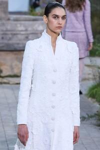 Chanel-Haute-Couture-SS20-Paris-2267-1579602204.thumb.jpg.3f128d0b863304f9bbc1077a10c27a6a.jpg