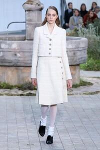 Chanel-Haute-Couture-SS20-Paris-2327-1579602263.thumb.jpg.dd60eed8c03321c65a195875194cd3ea.jpg