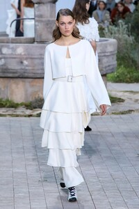 Chanel-Haute-Couture-SS20-Paris-2455-1579602400.thumb.jpg.e1169f98836444706945b66ad6ad4ea8.jpg