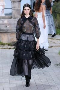 Chanel-Haute-Couture-SS20-Paris-2561-1579602511.thumb.jpg.32b6cab18b7613caad71cab1067115d2.jpg
