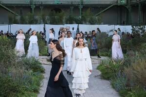 Chanel-Haute-Couture-SS20-Paris-2860-1579602891.thumb.jpg.470b4e0c51994f630fdfa271b908b445.jpg