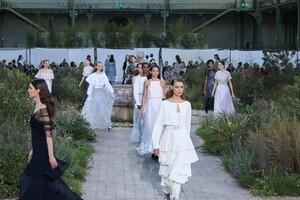 Chanel-Haute-Couture-SS20-Paris-2863-1579602891.thumb.jpg.7671592395bf4b6bba0a36db211a4c2d.jpg