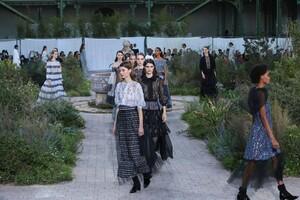 Chanel-Haute-Couture-SS20-Paris-2890-1579602902.thumb.jpg.173deca92e513d00c7e3f3ff19a7fcfb.jpg