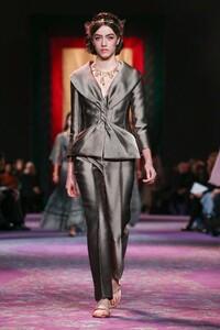 Dior-Haute-Couture-SS20-Paris-0576-1579532879.thumb.jpg.9b01c4c4301aed748c3b8bbefa628a35.jpg