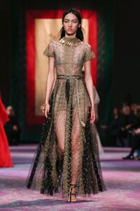 Dior-Haute-Couture-SS20-Paris-0661-1579533002.thumb.jpg.e68e4c044d0ca56e19fa3ce9cba8b6d4.jpg
