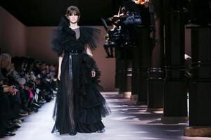 Givenchy-Haute-Couture-SS20-Paris-3529-1579638947.thumb.jpg.d6282c8f6b02104025b6f0d51b85dd00.jpg