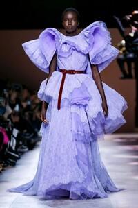 Givenchy-Haute-Couture-SS20-Paris-3539-1579638959.thumb.jpg.91a3c5a38b8ee9ee0e82f31c86939ea6.jpg