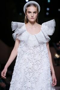 Givenchy-Haute-Couture-SS20-Paris-3638-1579639073.thumb.jpg.35eb1cfe0c3457fbf79535b3e2c02e76.jpg