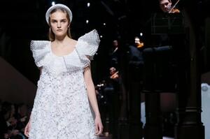 Givenchy-Haute-Couture-SS20-Paris-3640-1579639075.thumb.jpg.fcc9408f627fa90552fab2d81bbb32d0.jpg