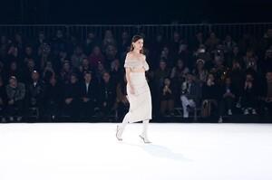 Jacquemus-Menswear-FW20-Paris-6292-1579369938.thumb.jpg.e0f33b083915755dacb9dbff4c9e569a.jpg
