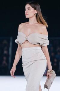 Jacquemus-Menswear-FW20-Paris-6307-1579369951.thumb.jpg.f28b284851a1e368a05af696b95fad09.jpg