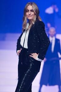 Jean-Paul-Gaultier-Haute-Couture-SS20-Paris-4927-1579729777.thumb.jpg.1f60479253a07fbde1d5f883cab9ed9b.jpg