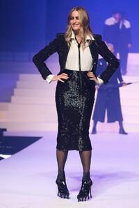 Jean-Paul-Gaultier-Haute-Couture-SS20-Paris-4928-1579729778.thumb.jpg.474007338ac3ccf5b4620e7400655300.jpg