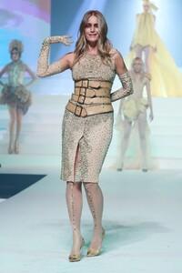 Jean-Paul-Gaultier-Haute-Couture-SS20-Paris-5862-1579731420.thumb.jpg.10fbb571d2f4676684230407ec4111dd.jpg