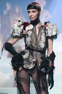 Jean-Paul-Gaultier-Haute-Couture-SS20-Paris-6189-1579731791.thumb.jpg.314575c49f63ba81fc8c536acdff804c.jpg