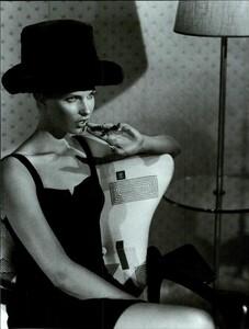Meisel_Vogue_Italia_August_1995_10.thumb.jpg.254b51439feb5c8d564200f6c70b0596.jpg