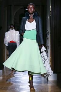 Valentino-Haute-Couture-SS20-Paris-1676-1579718151.thumb.jpg.a185a3890a6619c823162f1b276a1caa.jpg