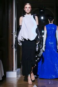 Valentino-Haute-Couture-SS20-Paris-1954-1579718398.thumb.jpg.cf5dc0a2b31eb0fd32073c5d878fd54b.jpg