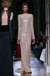 Valentino-Haute-Couture-SS20-Paris-2015-1579718443.thumb.jpg.f6821f933f5113db594478f33f2d59dc.jpg