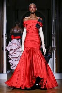 Valentino-Haute-Couture-SS20-Paris-2051-1579718470.thumb.jpg.1652f5690cb3fdacb4ab60c73d7c20d0.jpg