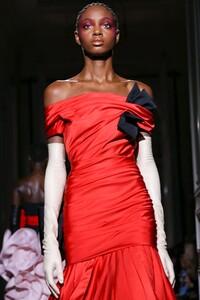 Valentino-Haute-Couture-SS20-Paris-2054-1579718471.thumb.jpg.106a45a17e11fbefea45654ab4c3b36c.jpg