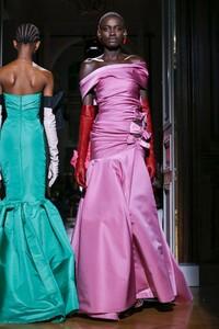 Valentino-Haute-Couture-SS20-Paris-2382-1579718714.thumb.jpg.9bf72211254c1ba12d849eef30d38568.jpg