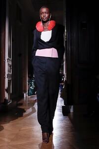 Valentino-Haute-Couture-SS20-Paris-23931-1579718145.thumb.jpg.006bfbd686c40d464a2b07a635cb35af.jpg